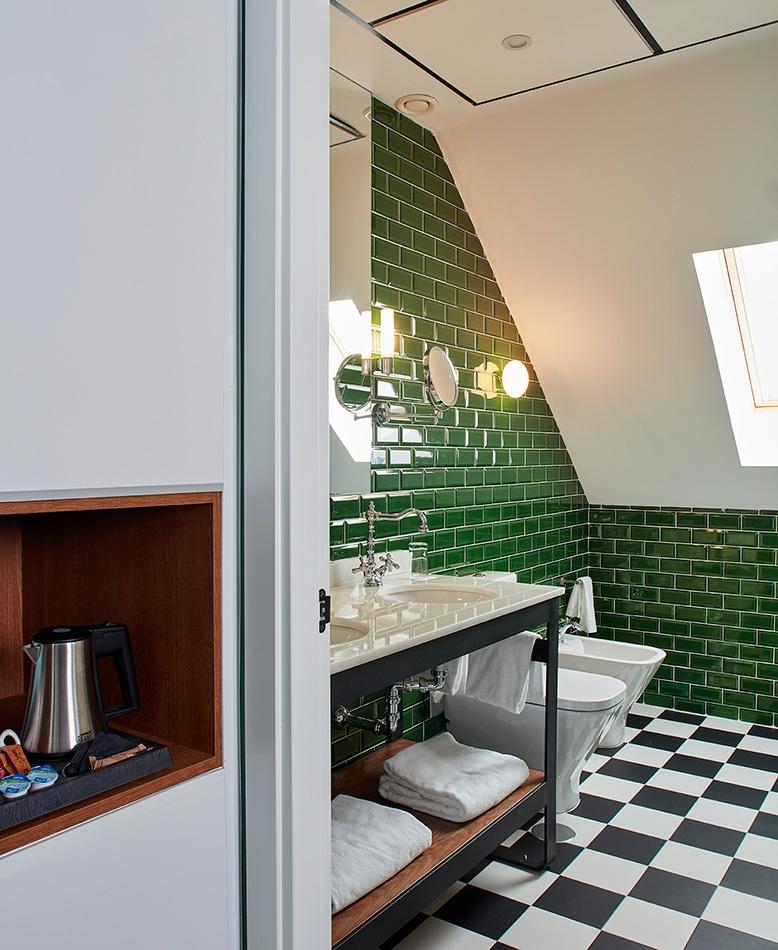 melian_randolph-banio-buhardilla-hotel-valeria-roommate-13