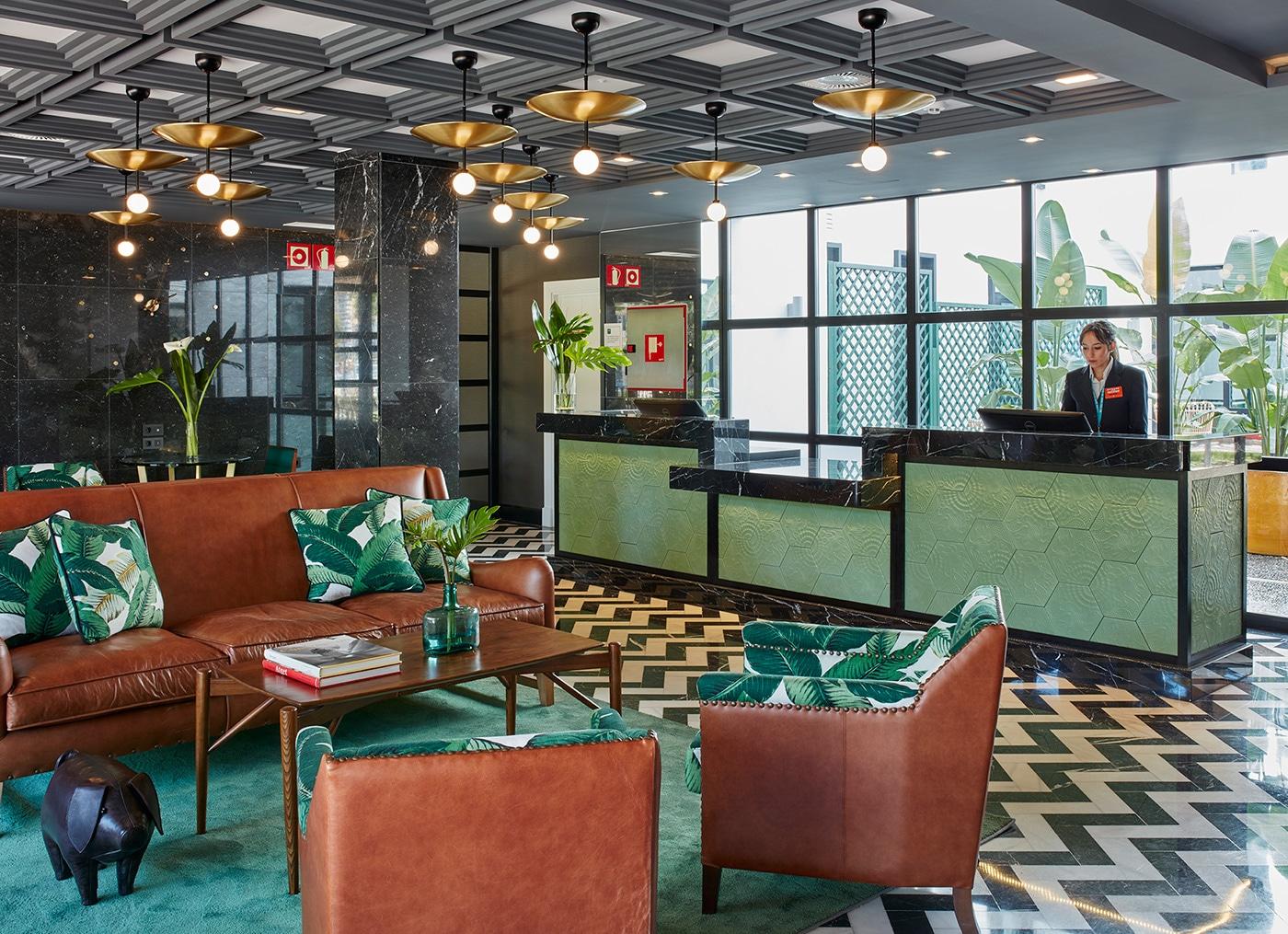 melian_randolph-lobby-hotel-valeria-roommate-7