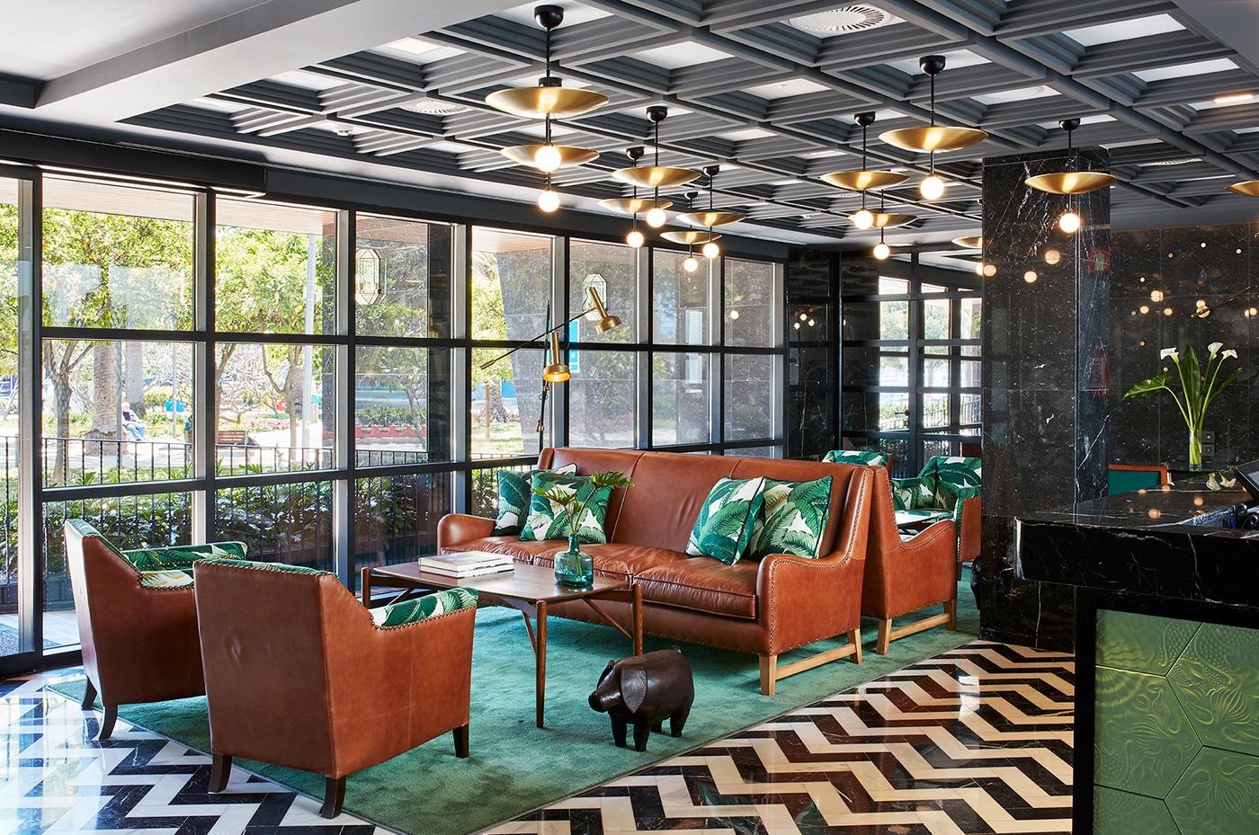 melian_randolph-lobby-hotel-valeria-roommate-8