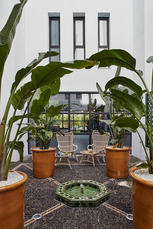 melian_randolph-patio-interior-hotel-valeria-roommate-5