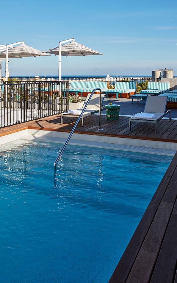 melian_randolph-piscina-hotel-valeria-roommate-16