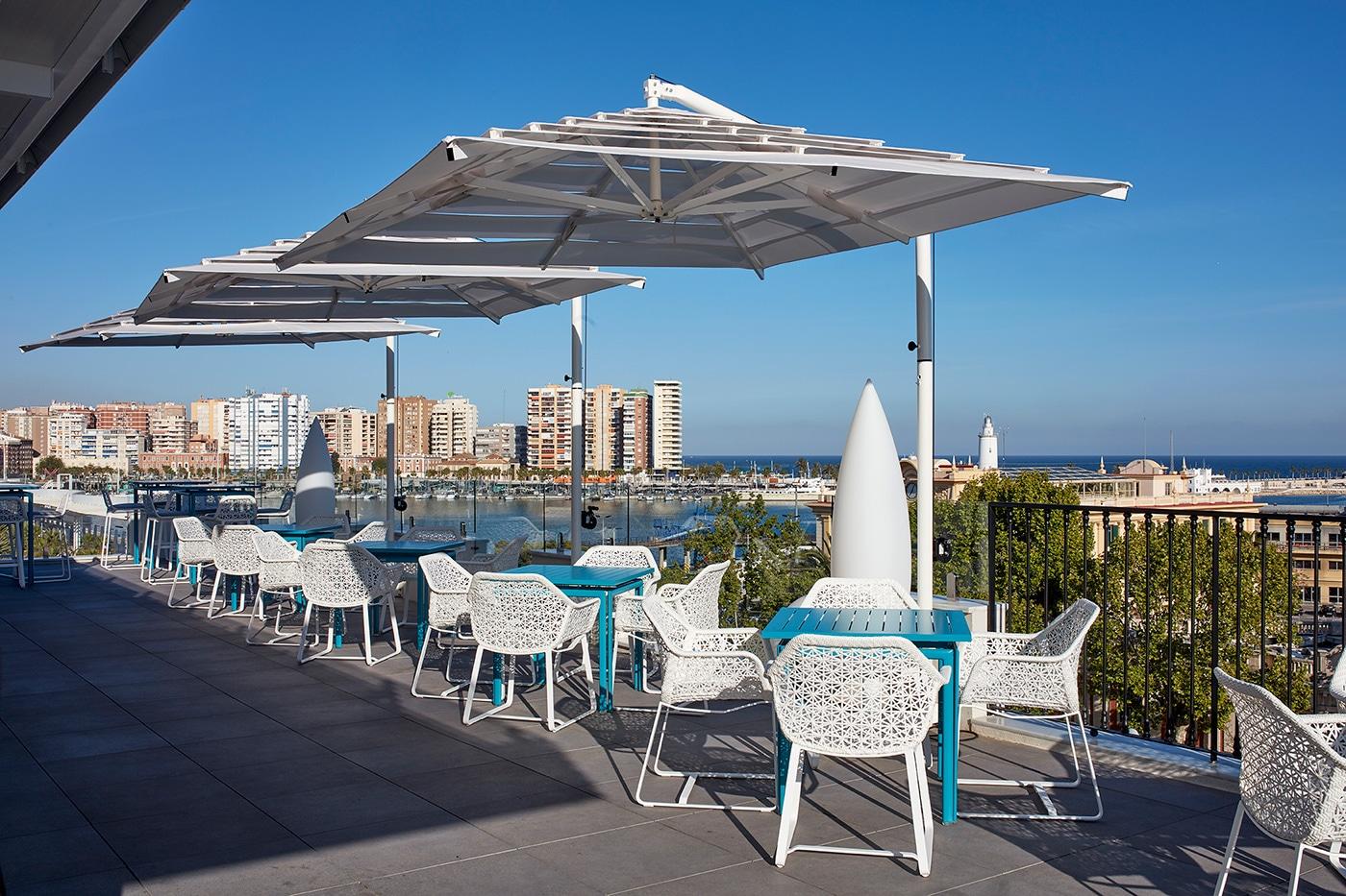 melian_randolph-rooftop-hotel-valeria-roommate-18